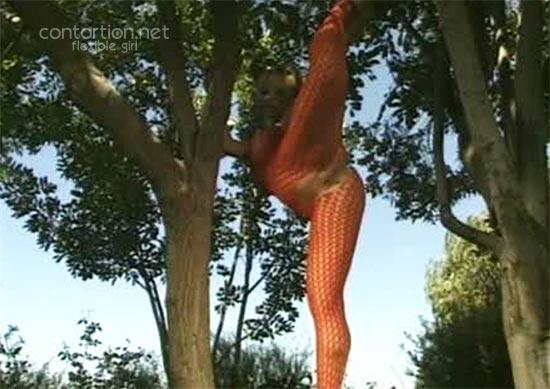 Nude flexible girl
